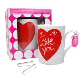 """Auf der Herz Tasse mit Kreide könnt ihr eine liebe Botschaft wie """"Die beste Mama"""" schreiben. http://www.megagadgets.de/herz-tasse-mit-kreide.html"""
