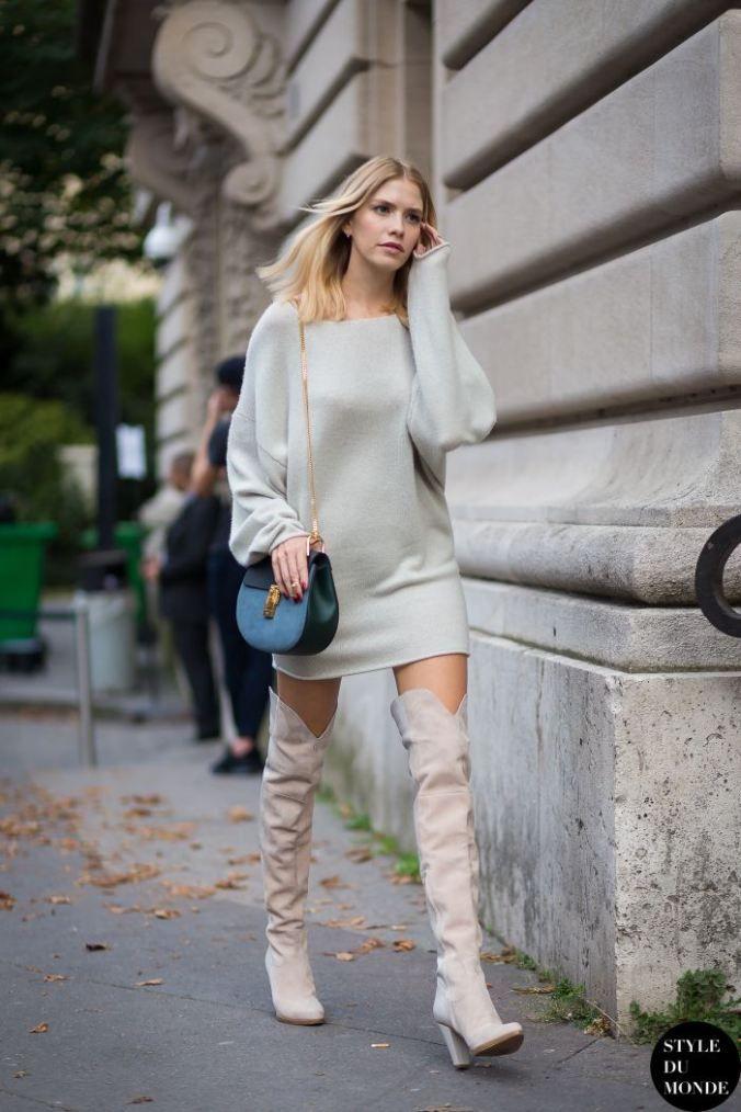 풍성한 스웨터와 함께 섹시한 궁합을 이루는 니하이 부츠.