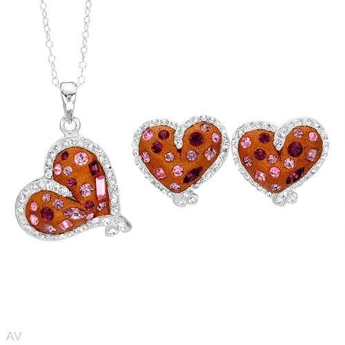 """Nydelig smykkesett i 925 Sterling sølv til dame som inneholder kjede, anheng og øredobber. Smykkene er belagt med emalje og krystaller Øredobber: Bredde: 16 mm. Total lengde: 15 mm. Total vekt: 4,7g. Anheng: Bredde: 20 mm. Lengde: 26 mm. Total vekt: 4,6 g. Kjede: Total lengde: 45,7 cm / 18"""". #smykkesett #smykker #sølv #hjertesmykker #hjerter #kjede #anheng #øredobber #zendesign"""