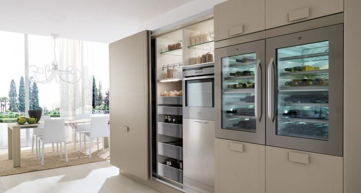Advanced Technology for a new containment of high quality: columns Flexy door coplanar 183.6 cm and 243.6 cm. Inside pantry, oven, refrigerator, stainless steel drawers total extraction. Exclusive and original wine cellar available in different sizes.