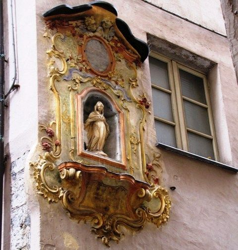 Genoa is scattered of votive aedicules, like small gems situated in the corner of palaces #beautifuliguria