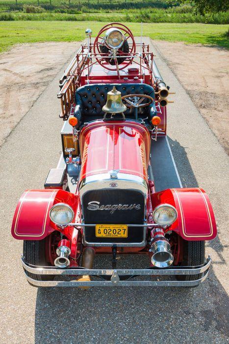 Classic Fire Engine / Truck <3 ... =====>Information=====> https://www.pinterest.com/joemcdonagh16/antique-fire-pumpers/