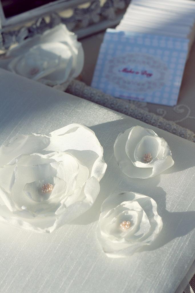 Guest Book designed with fabric flower/Kumaş çiçeklerle tasarlanmış Anı Defteri