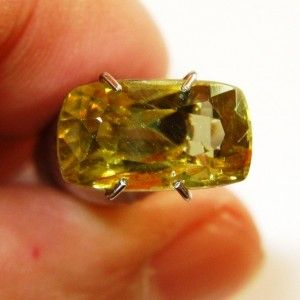 Zirkon Kuning Cushion Panjang 3.14 carat
