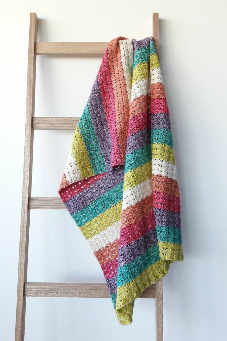 Sea Shell Blanket, crochet pattern. You got sunshine on a cloudy day. Crochet blanket pattern, incl charts by Happy in Red