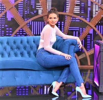 Copie o Look: Bruna Marquezine no Lady Night Multishow | BLOG PEQUENAS INFINIDADES  Bruna Marquezine apostou na transparência, que está super em alta. A blusa que ela usou é da...