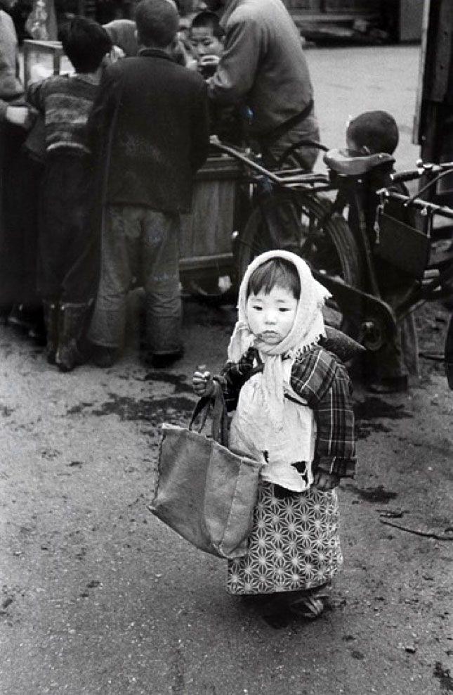 """taishou-kun: """"Tanuma Takeyoshi 田沼 武能 Preparing for shopping, Tokyo - Japan - 1955 """""""