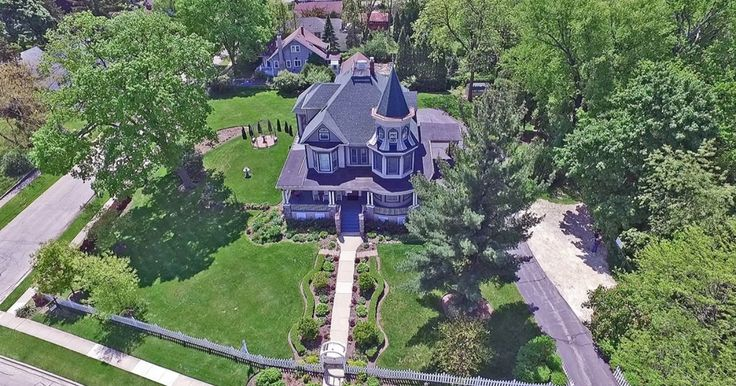 One of the most recognizable homes in Woodstock Illinois.  This spectacular home was first made famous as The Cherry Street Inn from the movie Groundhog's Day.  The home has been totally renovated and it simply gorgeous. The gourmet kitchen features commercial grade stainless steel appliances, a...