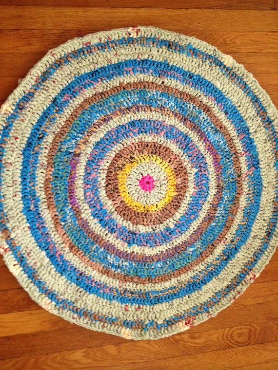 rug crocheted entirely out of plarn. (plastic bags cut and tied into yarn)          <3