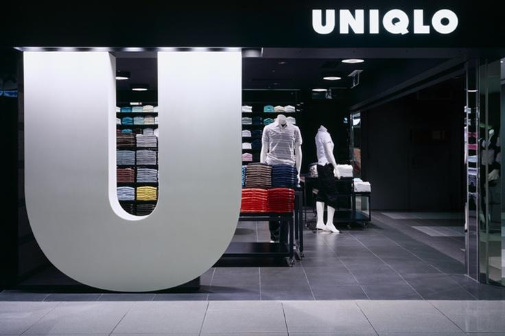 Uniqlo Osaka . .  Amazing typography application