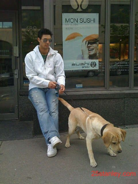 Carey Price avec son labrador blond. Canadiens Montreal.