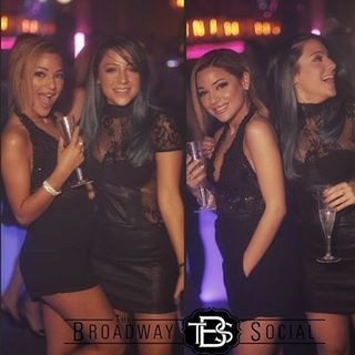 """Girls having fun at """"the brodway"""" ♡"""