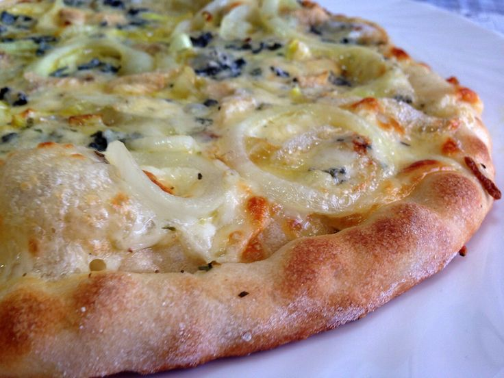 Hoy un homenaje a mi marido y a sus años de pizzero. Empezaremos con una buena masa, que junto con unos buenos ingredientes (sobre todo los quesos ....), nos dará unas pizzas caseras espectaculares...