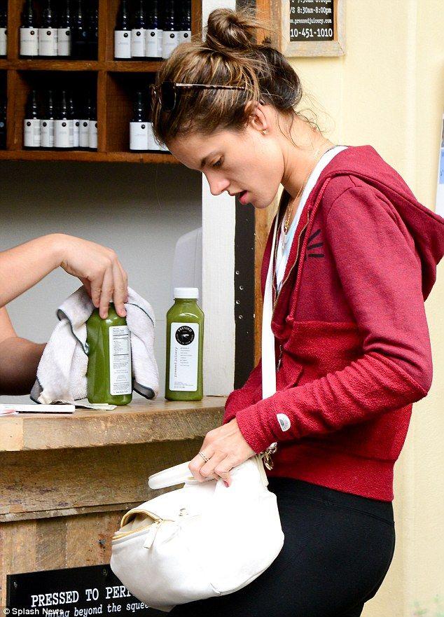Alessandra Ambrosio <3 green smoothie