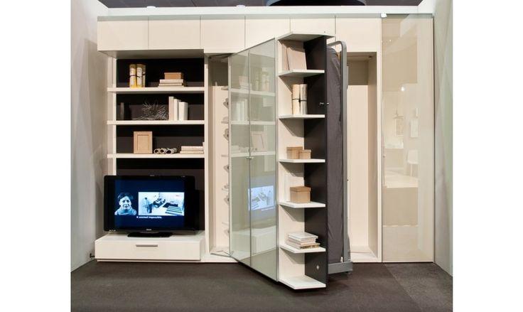 Le produit LGM 202 est multifonctions, et dispose donc d'une grande bibliothèque, des rangements et même un meuble TV, ainsi qu'un grand lit grâce à une rotation verticale des rangements.