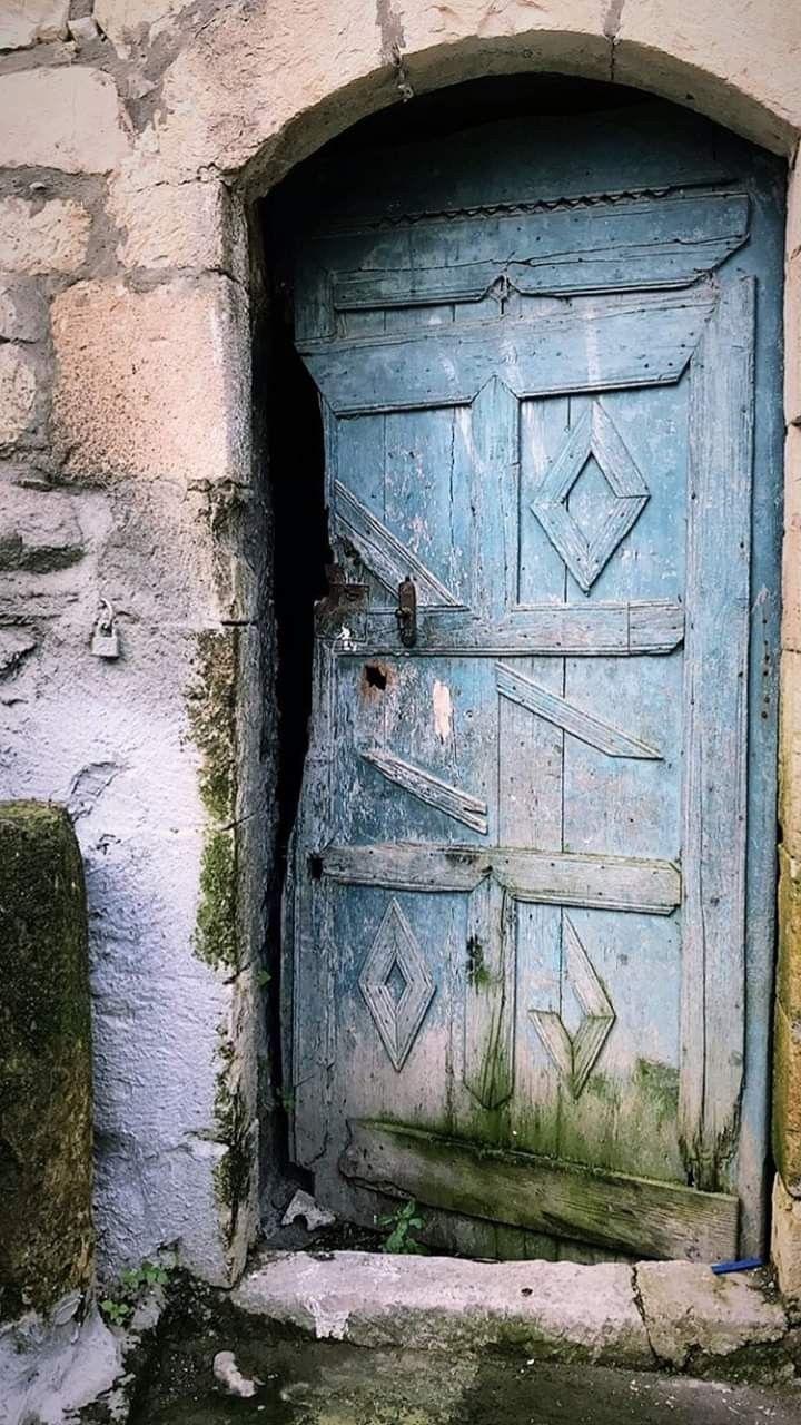 من بلدة بيت ليف الجنوبية Old Houses Decor Home Decor