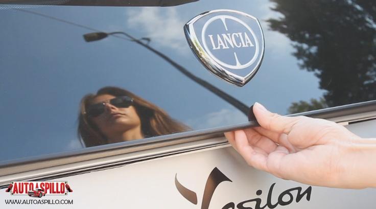 La mamma racer Alessandra Rossi con la nuova Lancia Y 5 porte, in un particolarissimo test drive! http://www.youtube.com/watch?v=0o_mtT8jKFE=relmfu Che cosa cerca in un'auto una donna che è mamma, ma anche appassionata di motori?  Praticità, comfort, sicurezza, ma anche prestazioni brillanti, una buona ripresa e un'accelerazione che le permetta di scattare nel traffico cittadino.