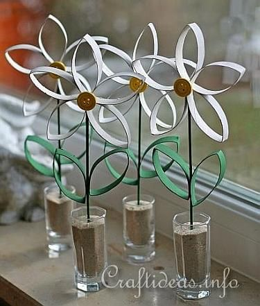 """Paper Tube Daisy 2- I wonder if we could use """"upcycle"""" for an Art Lit lesson?"""