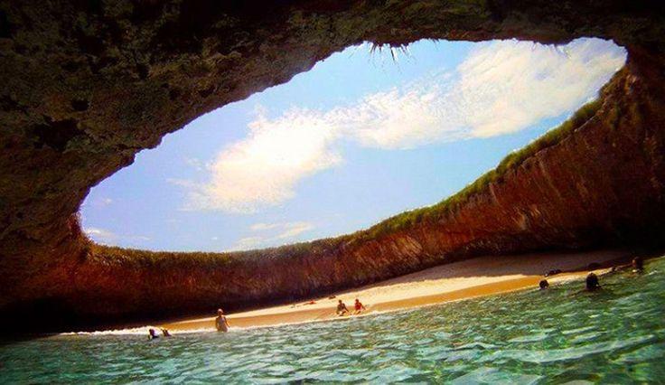 Hidden-Beach-en-Islas-Marietas-Mexico . . . // Playa Escondida . Islas Marietas , Mexico . . .