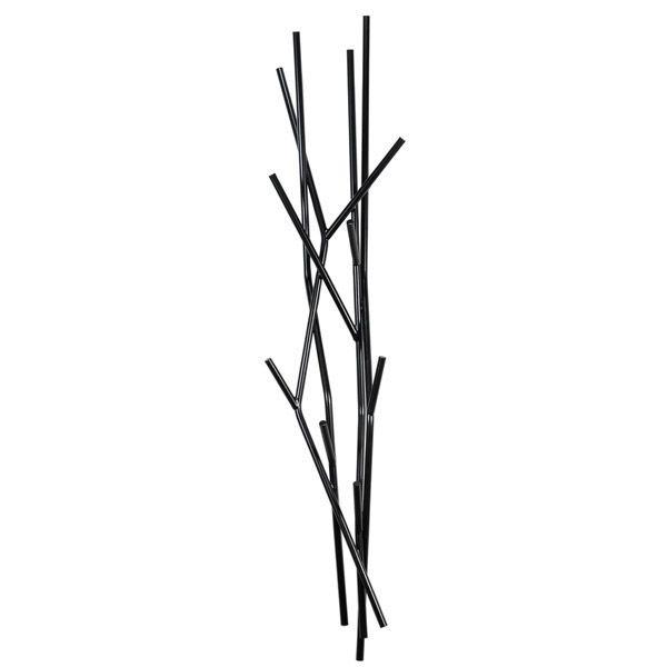 Pystysuuntainen seinänaulakko on mainio ratkaisu pieneen tuulikaappiin. Se ei vie tilaa lattialta ja ottaa vastaan niin oman väen kuin vieraidenkin takit ja laukut. Mustana, valkoisena ja vihreänä saatavilla oleva Comon Latva-naulakko näyttää tyhjänä suorastaan taideteokselta.
