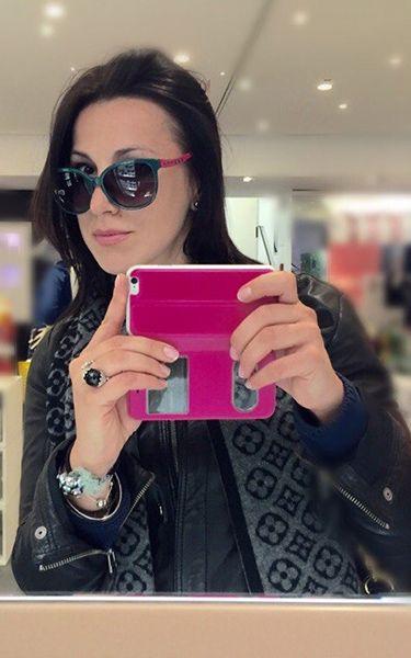 Tiziana ragazza di Milano. Sono una dark che ama fare i selfie soprattutto nei centri commerciali. Ascolto la musica metal e hard rock e cerco amicizia.