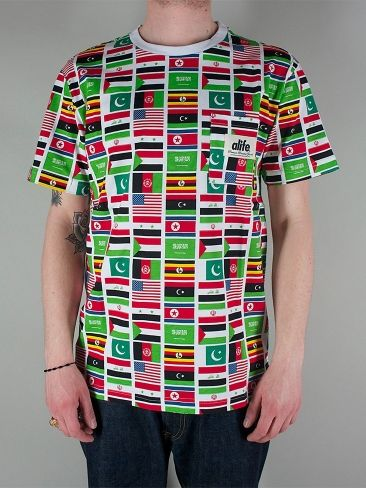 ALIFE A99422 ALLOVER TERROR TEE T-shirt Manica Corta - flag print € 42,00 - See more at: http://www.moveshop.it/ecommerce/index.php/it/articolo/65827/10331/A99422%20ALLOVER%20TERROR%20TEE#sthash.h1IziKTS.dpuf