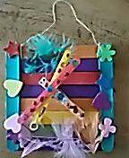 Gemaakt van ijslolly stokjes en een wasknijper. Als afscheid voor de juf van het kinderdagverblijf. Mijn dochter zit in het Libellenrijk
