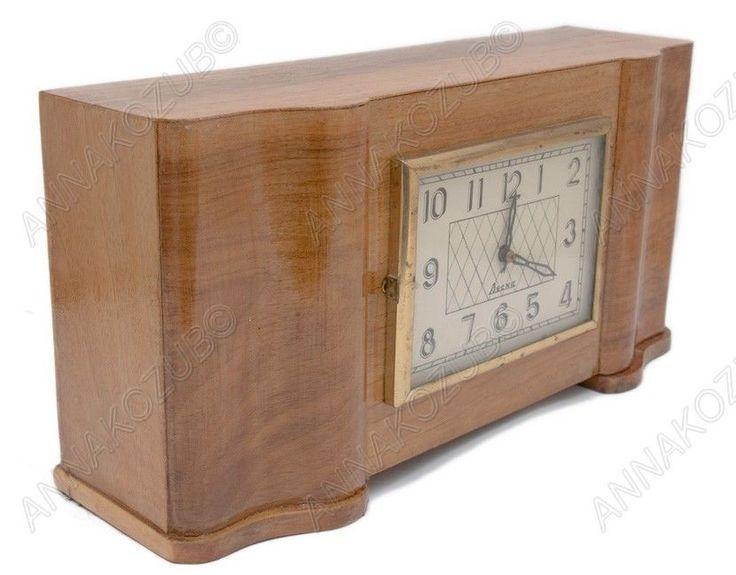 VINTAGE Soviet Russian Desk WOOD WOODEN Clock VESNA Wind Up
