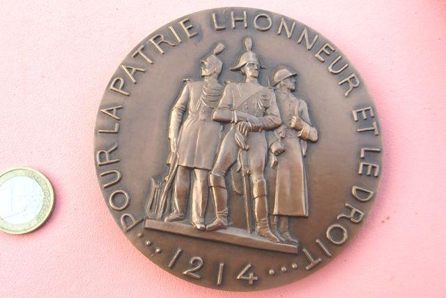 MÉDAILLE DE TABLE GENDARMERIE NATIONALE. Miniature du monument comménoratif réalisé par Gabriel Noêl RISPAL (1892- 1970)