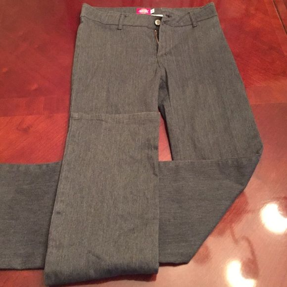 Gray dickeys pants A pair of gray dickey pants boot cut size 7. These pants are in excellent condition at a great price. They should be able to sell them self. Dickies Pants