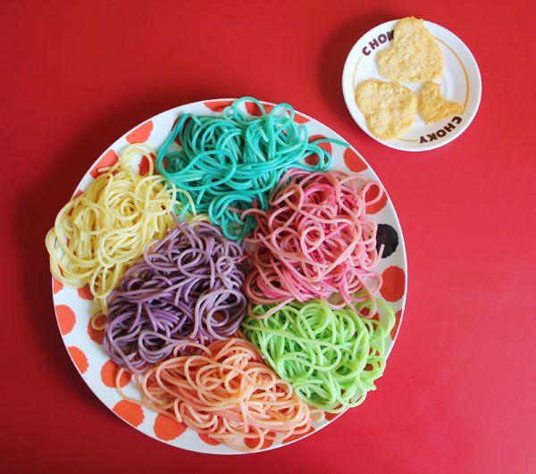 Des pâtes aux couleurs de l'arc-en-ciel, facile à réaliser ;) rainbowpasta4