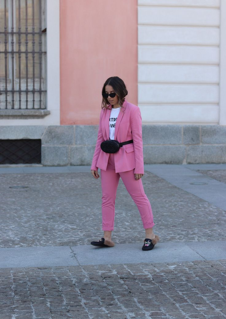 Spring 2018 trends. Pink suit and black quilted belt bag. Trendencies Blog