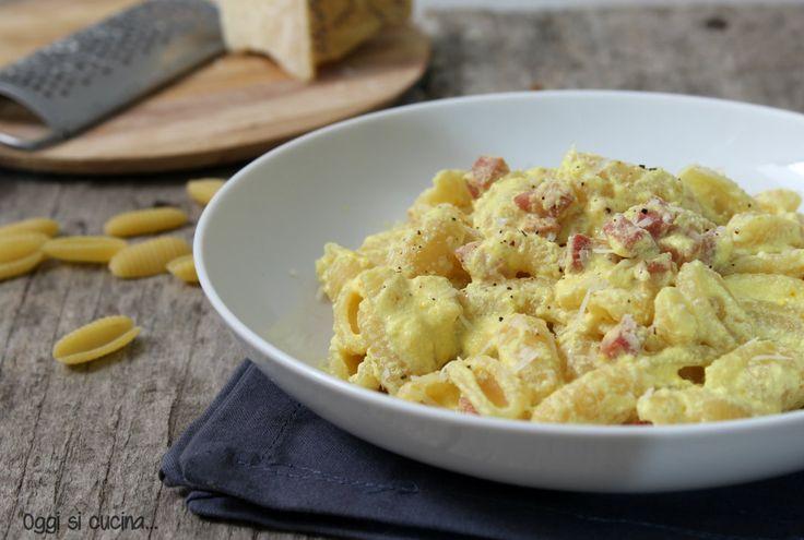 Gli gnocchetti sardi con ricotta zafferano e pancetta sono un primo piatto stuzzicante e veloce da preparare, ricetta semplice.