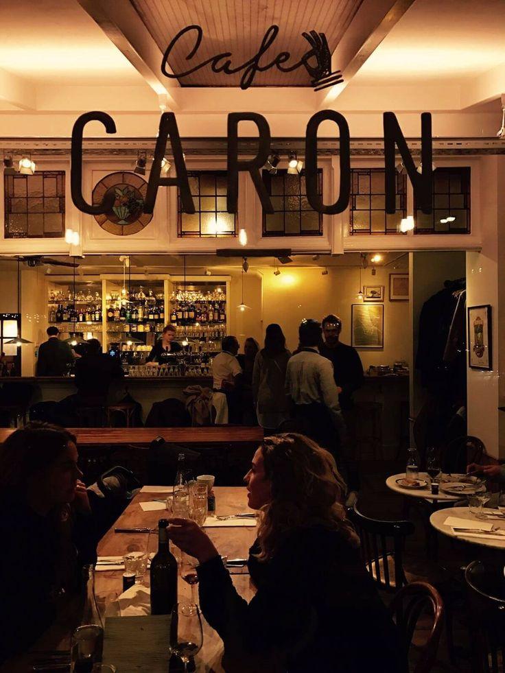 Café Caron is het familierestaurant van Alain Caron en zijn zoons David en Tom. Een plek in hartje Amsterdam waar je je altijd thuis voelt, al ken je niemand.