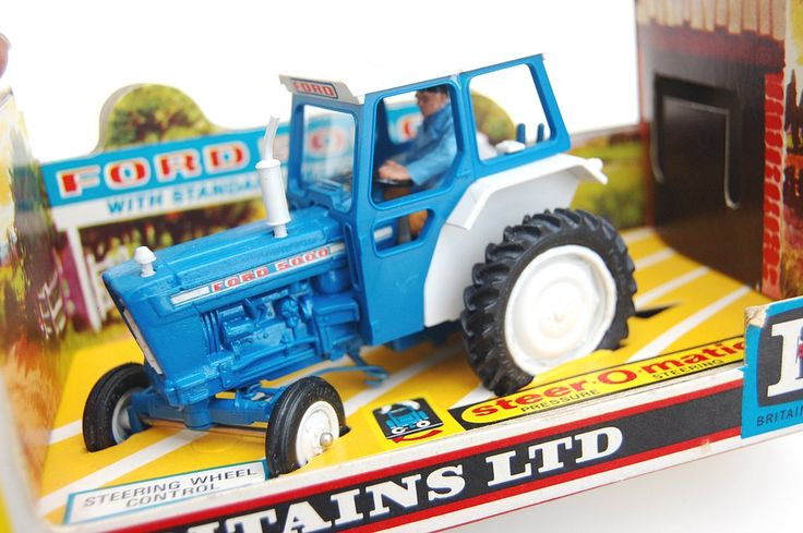 the-toy-exchange - Boxed example of a No.9527 FORD 5000 Tractor model by Britains Toys Ltd.