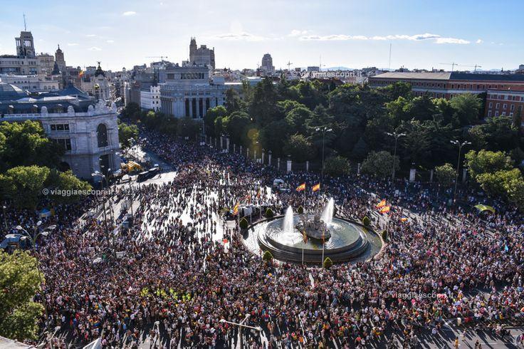 Plaza de Cibeles durante l'Orgullo, viaggi gay a Madrid #WorldPrideMadrid #WorldPride2017 #Orgullo2017 #gaytravel #rainbowRTW