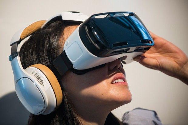 Samsung Gear VR pode ser conectado com fones via bluetooth  (Foto: Getty Images) via GQ Brasil #gadgets #realidadevirtual #modernistablog