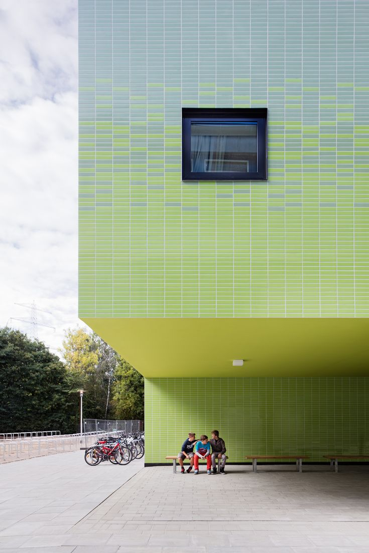 Image 1 of 16 from gallery of District School in Bergedorf / blauraum Architekten. Photograph by Werner Huthmacher