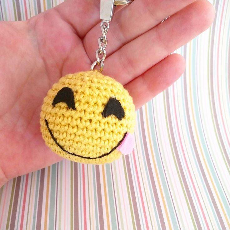 Saborea la vida!! #crochet #dawandashop #dawanda #artesano #hechoamano #handmade #amigurumi #llavero #emoji #keychain #emoticonkeychain #emojikeychain #emojiamigurumi #emoticon #emojicrochet #crochetlove #amigurumilove #smile #croche by rosebudtienda
