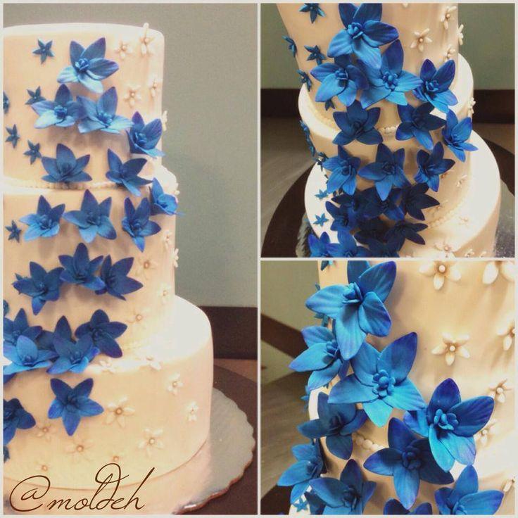 Pastel para boda con Orquídeas azules // Blue orchids wedding cake