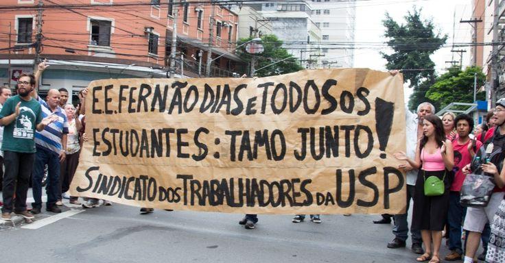 Trabalhadores da USP (Universidade de São Paulo) fizeram nesta sexta-feira uma manifestação em apoio aos estudantes que ocupam a Escola Estadual Fernão Dias, na zona oeste. Ontem, o grupo recebeu uma notificação da decisão da Justiça, que determinou a reintegração de posse