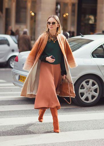 Este año la falda midi ha revolucionado nuestro vestuario. Se ha convertido en el mustde la temporada.