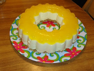 Crafty Pineapple: Pineapple Cheesecake in Tupperware Jel Ring