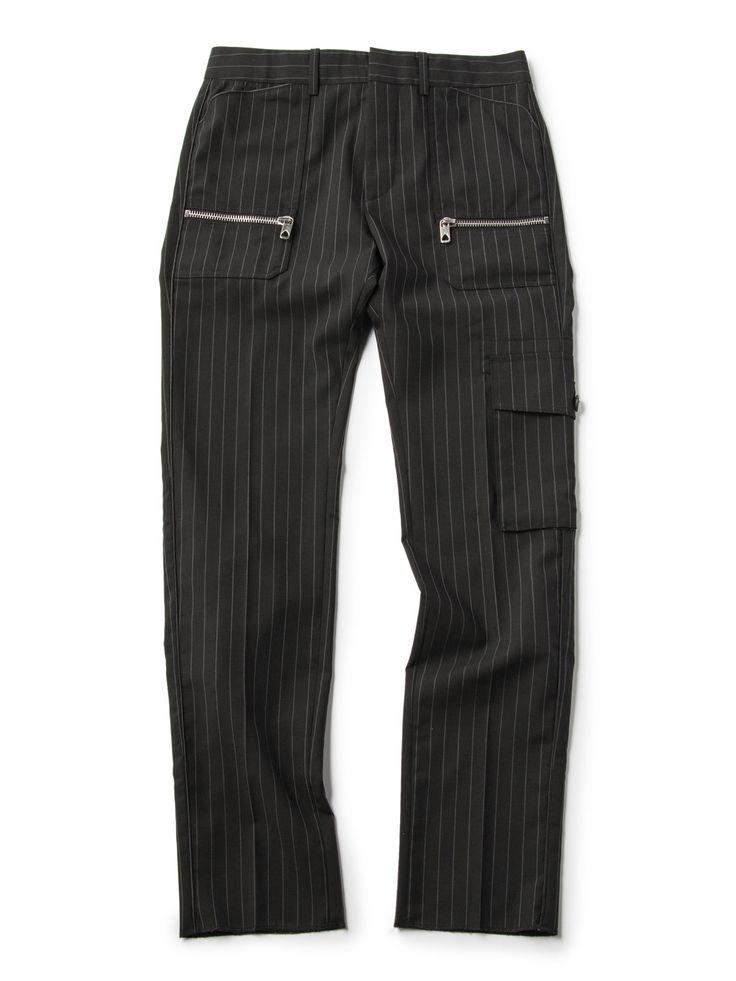 メンズ DIESEL BLACK GOLD ストライプ ポケットデザインパンツの商品詳細。革新的なミックススタイルで、新しい世界観を放つ「DIESEL BLACK GOLD(ディーゼル ブラック ゴールド)」。様々なテイストを融合させた独自のデザインには、エッジィなミリタリーっぽさやロックシックな「DIESEL」らしさも健在。存在感がありながらも、洗練されたシルエットの美しさと精巧な仕上がりはまさに秀逸と言えます。上質な大人のスタイルを叶えるハイエンドなコレクションをお楽しみください。
