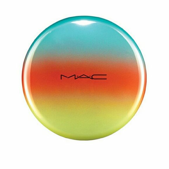 MAC BRONZER- DELICATES Very pretty bronzer from MAC. Used less than 5 times! From their Wash & Dry collection. MAC Cosmetics Makeup Blush