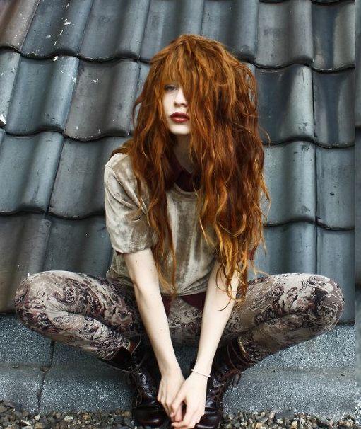 omigosh her hair!!! ♥♥♥♥ grunge style. loveeee. and her hairrrrrrrr
