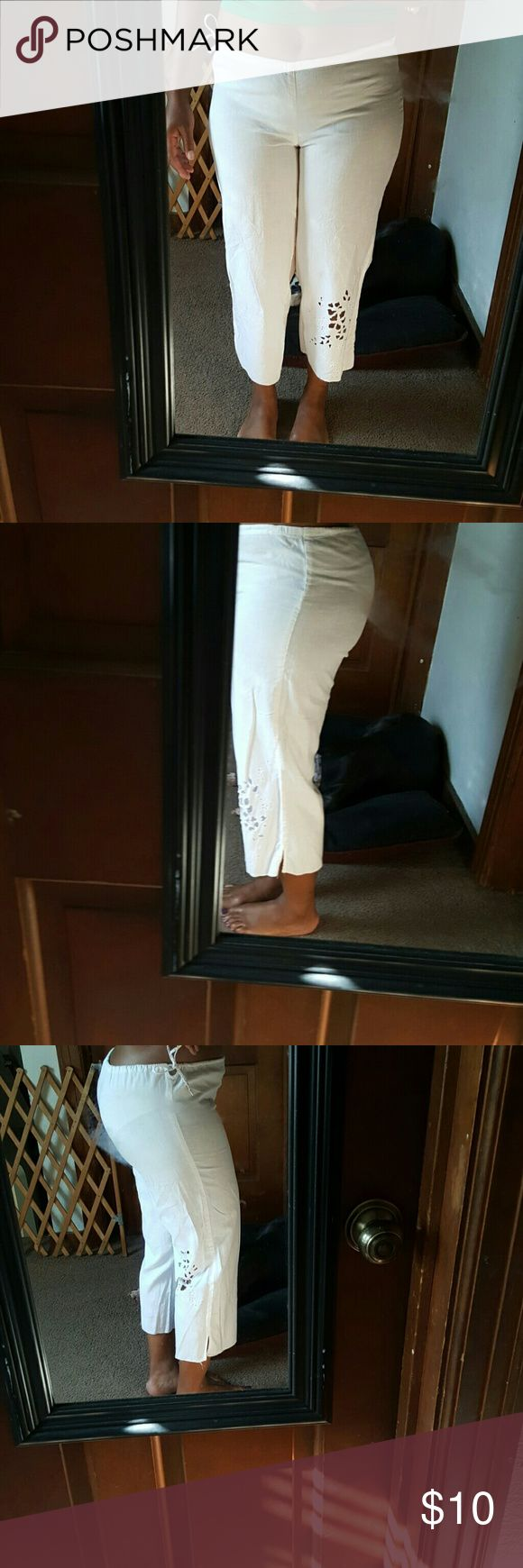 White Linen Capri These white Linen Capri's were purchased in the sleepwear dept of GAP but I wore with easy tops on a hot summer day.  Says xs for relaxed fit in wore as a s/m more fitted look. GAP BODY Pants Capris