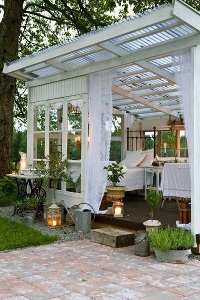 We'd all kill to sleep in this darling little porch. From Pinterest.