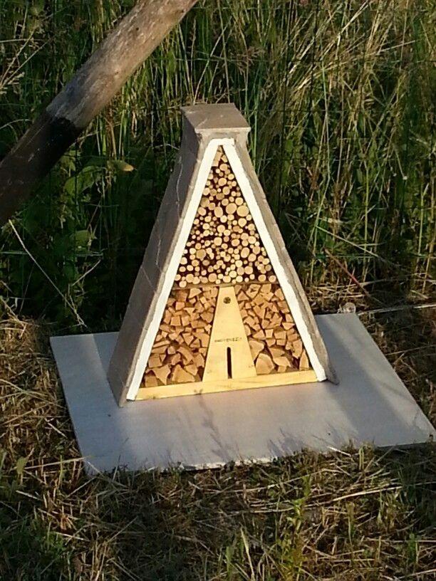Villa per insetti arredata