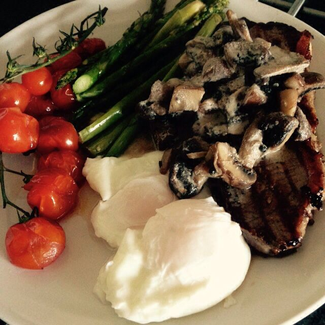 Steak, poached eggs, oven roasted tomatoes and asparagus with mushroom sauce - 90 daysss plan - The Body Coach - Cycle 2